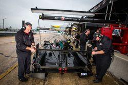 Level 5 Motorsports membros da equipe no trabaqlho