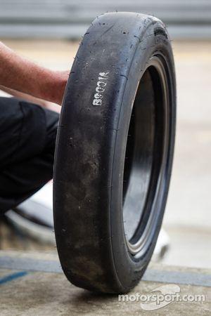 Pneu dianteiro Bridgestone para a # 0 DeltaWing Racing Cars DeltaWing LM12 Elan