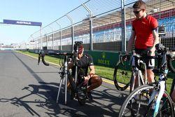 Paul di Resta, Sahara Force India F1 ve Sir Chris Hoy, Olympic Track Cycling Champion
