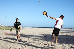 Max Chilton, Marussia F1 Team ve Giedo van der Garde, Caterham F1 Team play beach tennis