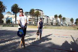 Jules Bianchi, Marussia F1 Team ve Valtteri Bottas, Williams Team play beach tennis