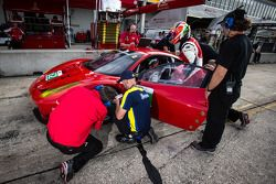 #62 Risi Competizione Ferrari F458 Italia: Olivier Beretta, Matteo Malucelli, Gianmaria Bruni