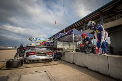 Driver change practice for #91 SRT Motorsports SRT Viper GTS-R: Ryan Dalziel, Dominik Farnbacher, Marc Goossens