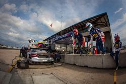 Driver change practice for #91 SRT Motorsports SRT Viper GTS-R: Ryan Dalziel, Dominik Farnbacher, Ma