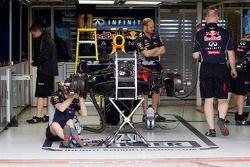 Preparan al Red Bull Racing RB9 en los garajes de pits