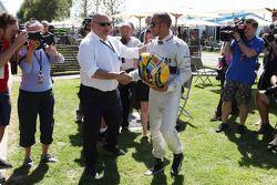 Lewis Hamilton, Mercedes AMG F1 en Pat Behar, FIA