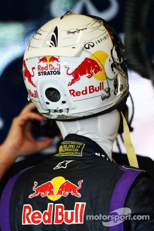 Sebastian Vettel, Red Bull Racing com Red Bull Stratos themed capacete