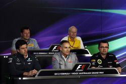 FIA basın toplantısı, Pirelli Motorsport Direktörü; Toto Wolff, Mercedes AMG F1 Hissedarı ve Direktö