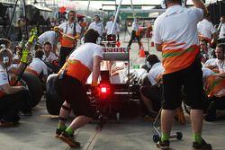 Paul di Resta, Sahara Force India VJM06 practices a pit stop