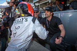GTC pole Andy Lally celebra com Patrick Dempsey