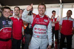 P1 e overall pole Marcel Fässler comemora