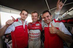 P1 e overall pole Marcel Fässler comemora com Oliver Jarvis e Benoit Tréluyer
