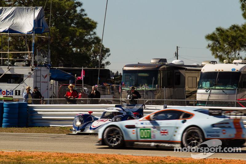Rodada de #16 Dyson Racing Team Lola B12/60 Mazda: Chris Dyson, Guy Smith, Butch Leitzinger