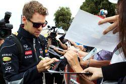 Sebastian Vettel, Red Bull Racing signeert voor de fans