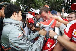 Sergio Perez, McLaren signeert voor de fans