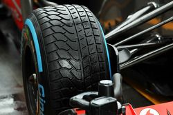 Pirelli-regenband op de McLaren MP4-28