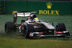 Esteban Gutierrez, Sauber C32 runs through gravel trap