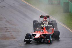 Max Chilton, Marussia F1 Team MR02 ve Kimi Raikkonen, Lotus F1 E21