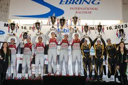 P1 pódio: class e vencedor geral #1 Audi Sport Team Joest Audi R18 e-tron quattro: Marcel Fässler, B