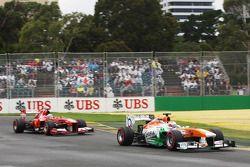 Paul di Resta, Sahara Force India VJM06 leads Fernando Alonso, Ferrari F138