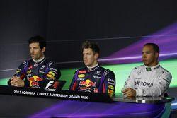 De top drie uit de kwalificatie in de FIA Persconferentie: Red Bull Racing, tweede; Sebastian Vettel