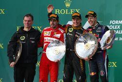 Het podium, Renault Race Engineer; Fernando Alonso, Ferrari, tweede; Jenson Button, McLaren, racewin