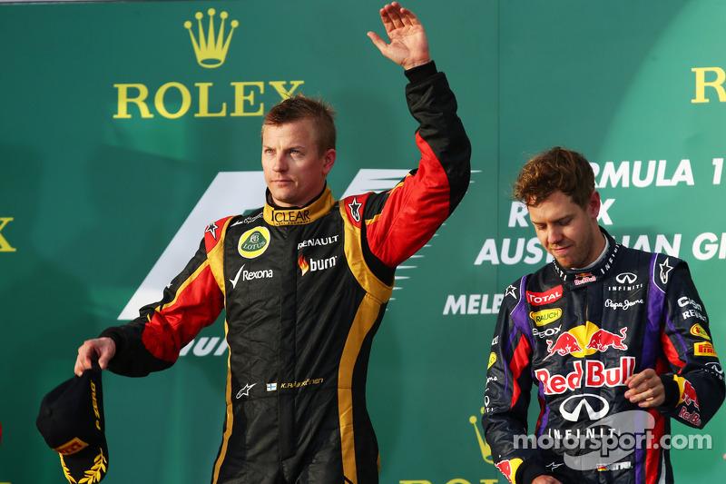 El ganador de la carrera Kimi Raikkonen, Lotus F1 Team celebra en el podio