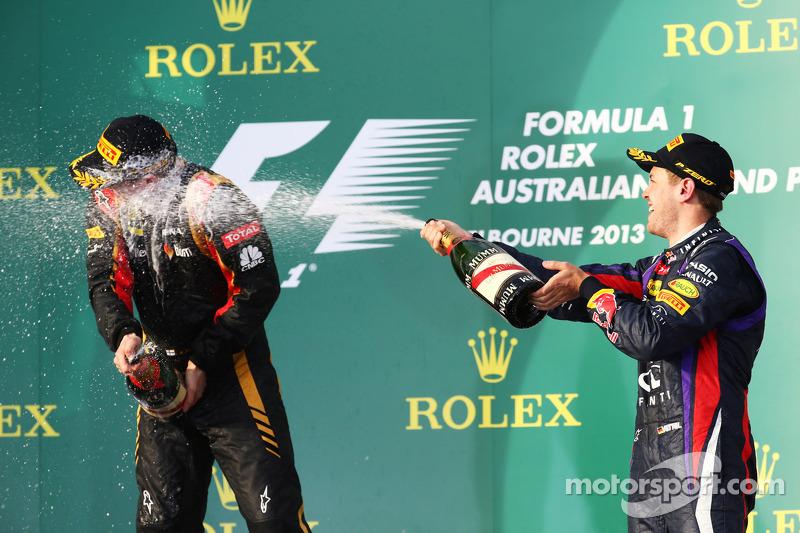 (Izq. A Der.): Kimi Raikkonen, Lotus F1 Team y Sebastian Vettel, Red Bull Racing festejan en el podi