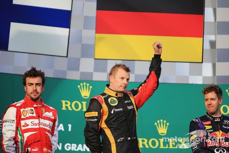 El podio, Ferrari, segundo; Kimi Raikkonen, Lotus F1 Team, Ganador, Sebastian Vettel, Red Bull