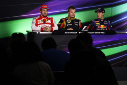 Kimi Räikkönen (Lotus), Sebastian Vettel (Red Bull) et leur concurrent de chez Ferrari