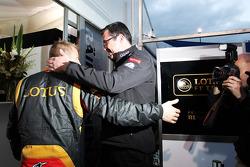 Kimi Räikkönen, Lotus F1 Team et Eric Boullier, Lotus F1 Team