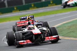 Jenson Button, McLaren MP4-28, Mark Webber, Red Bull Racing RB9