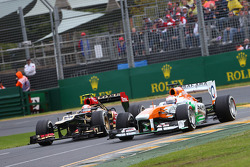Paul di Resta, Sahara Force India VJM06, Romain Grosjean, Lotus F1 E21