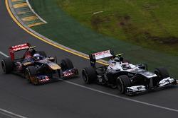 Valtteri Bottas, Williams FW35 et Daniel Ricciardo, Scuderia Toro Rosso STR8