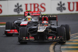 Romain Grosjean, Lotus F1 E21 et Sergio Pérez, McLaren MP4-28