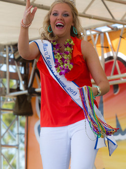 Miss 12 Hours de Sebring 2013 entertains the torcida
