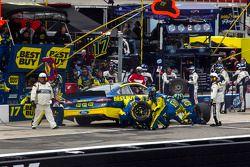 Ricky Stenhouse Jr., Roush Fenway Racing Ford pitstop