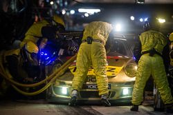 Pit stop #11 JDX Racing Porsche 911 GT3 Cup: Mike Hedlund, Jan Heylen, Jon Fogarty