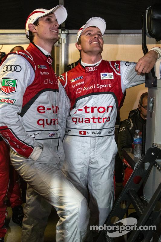 Oliver Jarvis e Marcel Fässler assistem corrida com uma volta para o fim