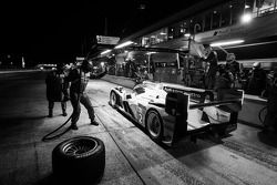 Pit stop #2 Audi Sport Team Joest Audi R18 e-tron quattro: Lucas di Grassi, Tom Kristensen, Allan Mc