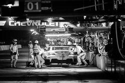Pit stop #56 BMW Team RLL BMW Z4 GTE: Dirk Müller, Joey Hand, John Edwards