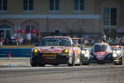 #30 NGT Motorsport Porsche 911 GT3 Cup: Henrique Cisneros, Marco Seefried, Sean Edwards, #12 Rebelli