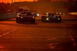 #30 NGT Motorsport Porsche 911 GT3 Cup: Henrique Cisneros, Marco Seefried, Sean Edwards, #01 Extreme