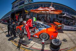 Pit stop for #31 NGT Motorsport Porsche 911 GT3 Cup: Carlos Gomez, Mario Farnbacher, Jakub Giermazia