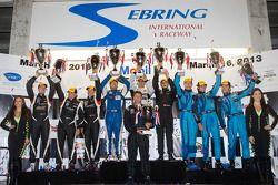 PC podium: Klasse-winnaars David Cheng, Mike Guasch, David Ostella, 2e plaats Kyle Marcelli, Chris C