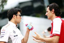 Sergio Pérez, McLaren con Pedro De La Rosa, Ferrari piloto de desarrollo