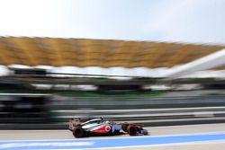 Sergio Perez, McLaren MP4-28 deixa os pits