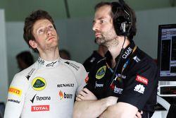 Romain Grosjean, Lotus F1 Team com Ciaron Pilbeam, Lotus F1 Team Chief Engenheiro de Corrida