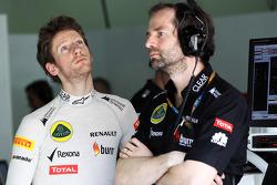 Romain Grosjean, Lotus F1 Team with Ciaron Pilbeam, Lotus F1 Team Chief Race Engineer