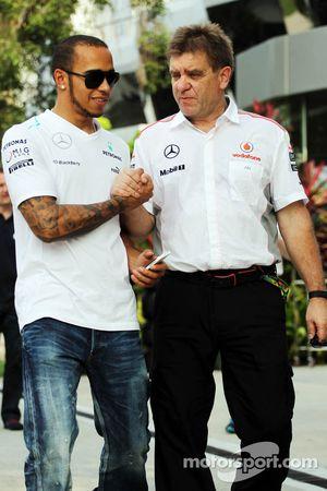 Lewis Hamilton, Mercedes AMG F1 con Dr. Aki Hintsa, doctor de McLaren Team